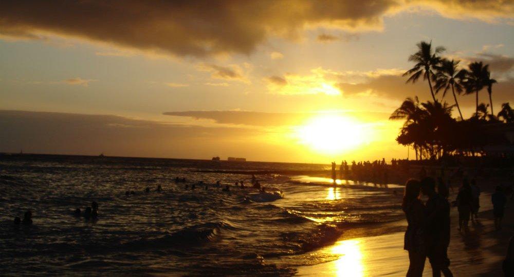 Waikiki_Beach_at_Sunset